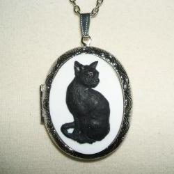 BLACK CAT CAMEO Necklace Locket Pendant Sitting Cat